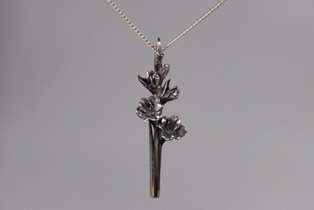 zilveren gladiool hanger  groot Nr 5