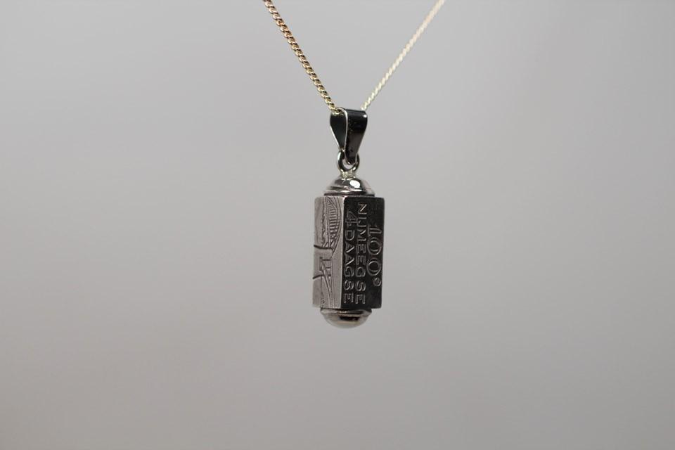 Zilveren 100 ste vierdaagse hanger Nr 3